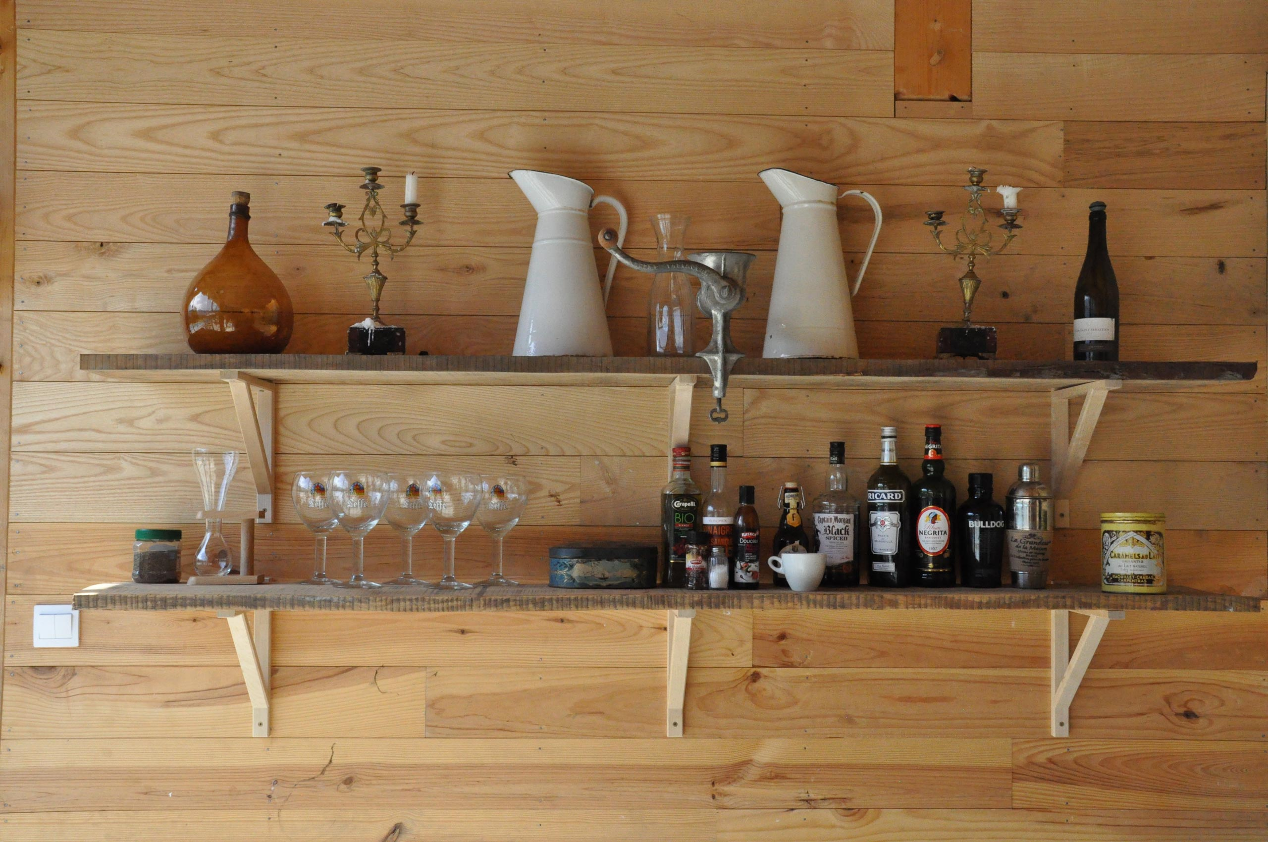 bar in de pool house in saint pé de bigorre