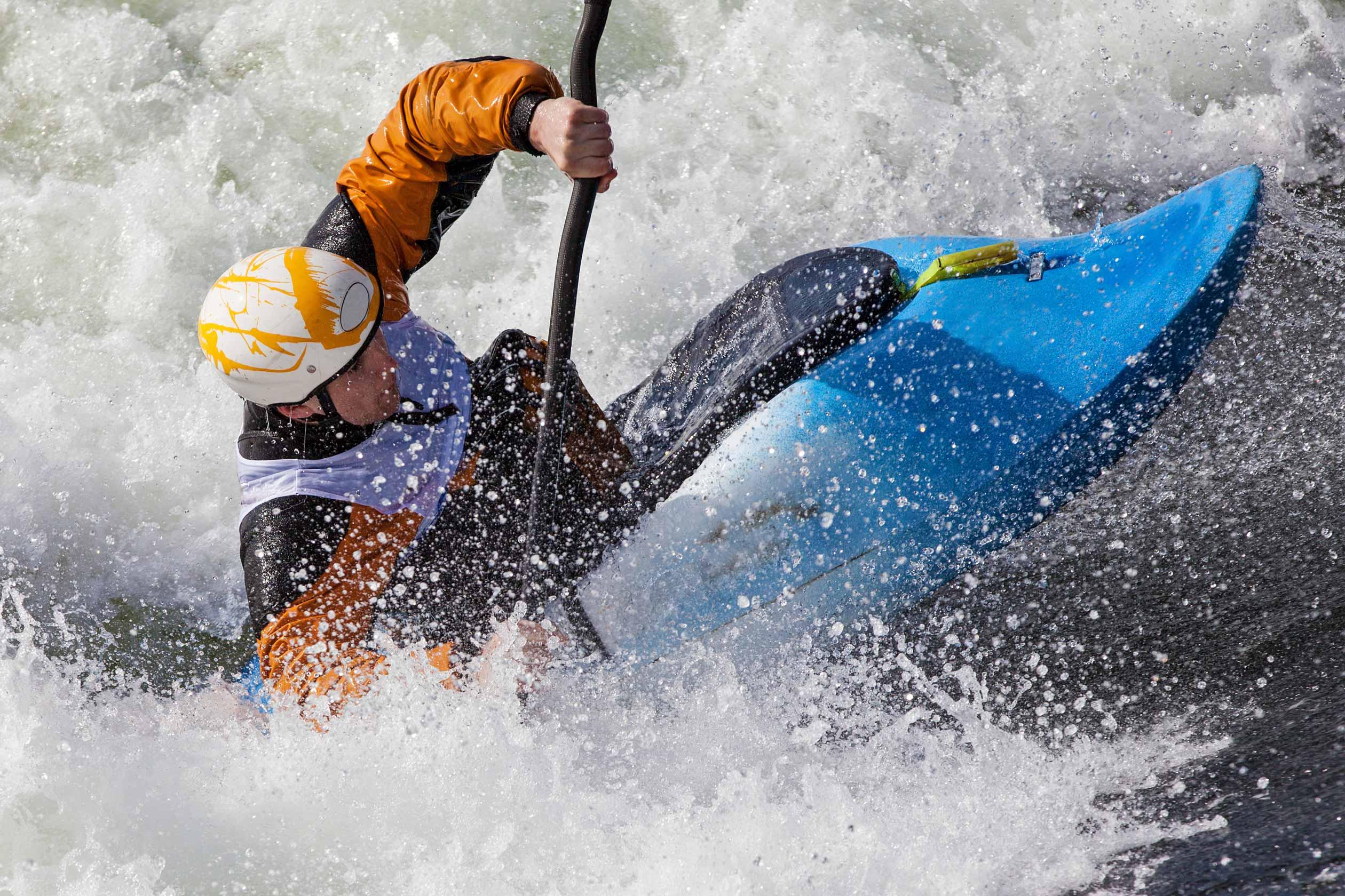 kayak à lourdes dans les pyrénées