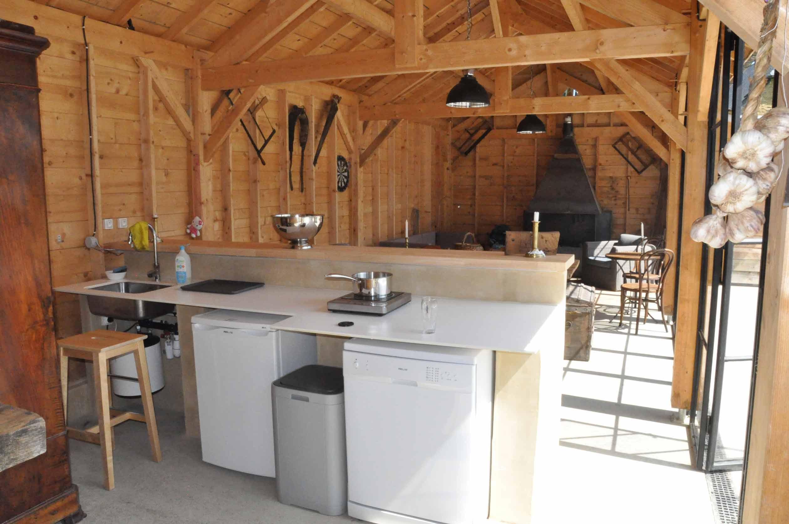 keuken van de pool house saint pé