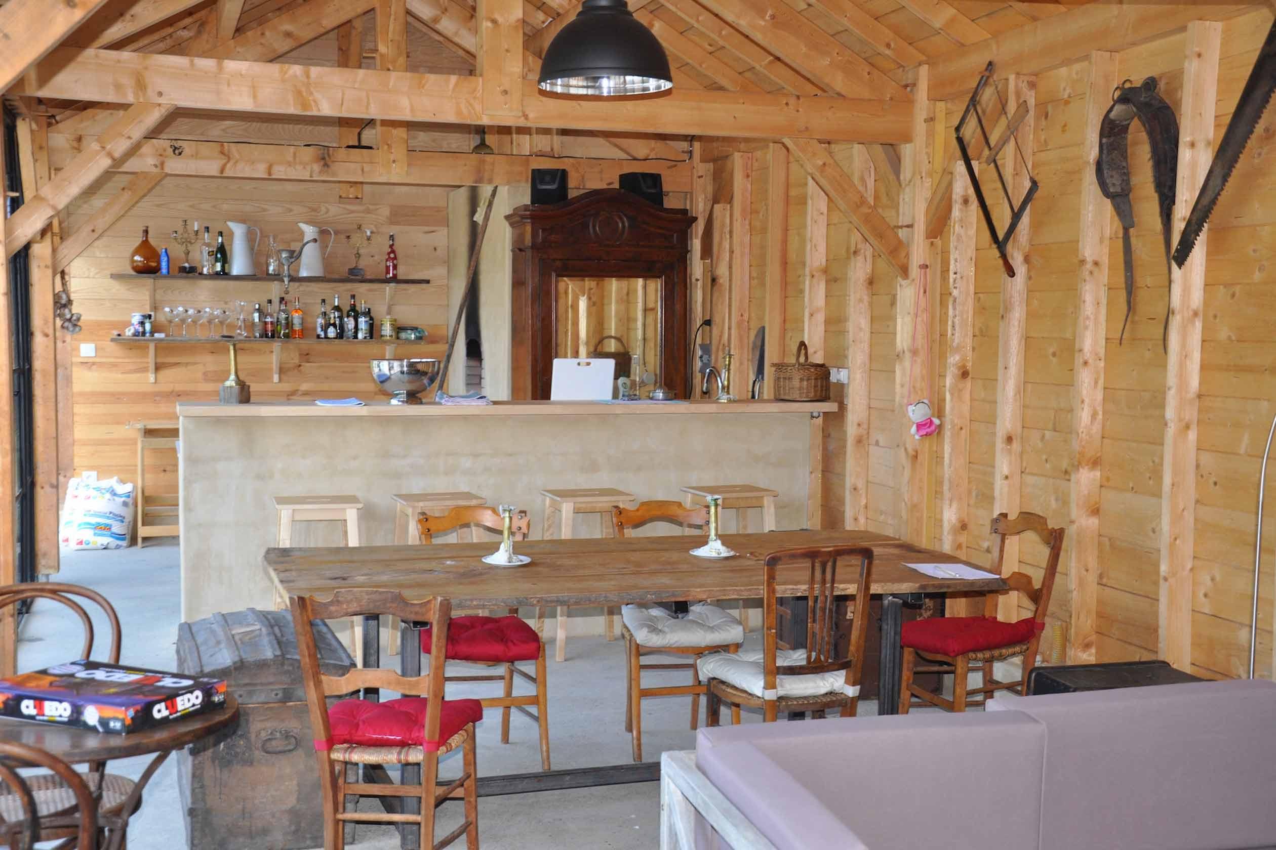 De bar in de pool house van onze vakantie villa in de Pyreneeën