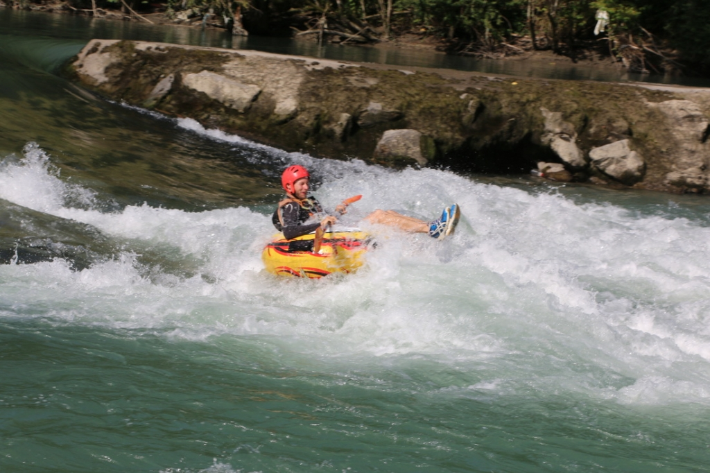 wildwater in de Pyreneeën, watersporten rafting, kayak, hydrospeed en canoraft